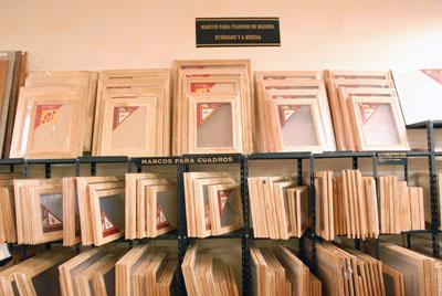 Marcos para cuadros de madera standard y a medida new for Cuadros a medida